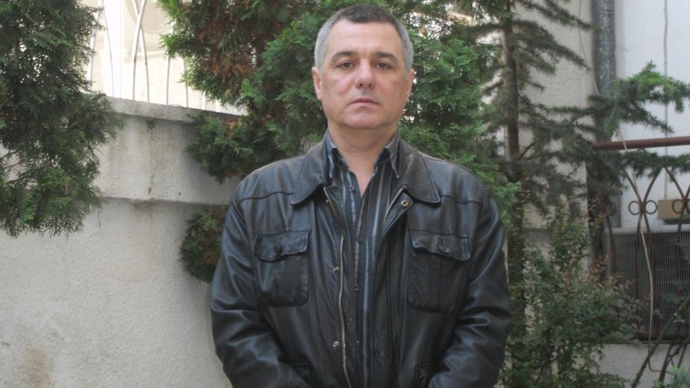 Нека хората гласуват за личности, които ще работят за България, а няма да принуждават България да работи за тях
