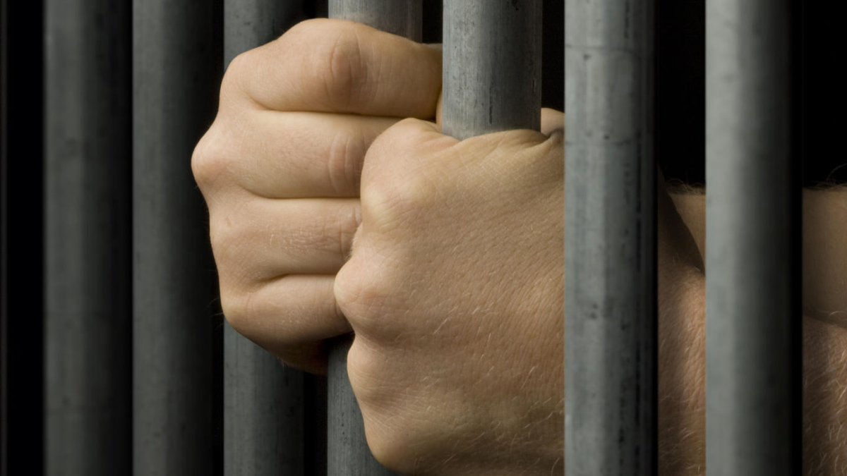 90 години затвор за фалшив алкохол