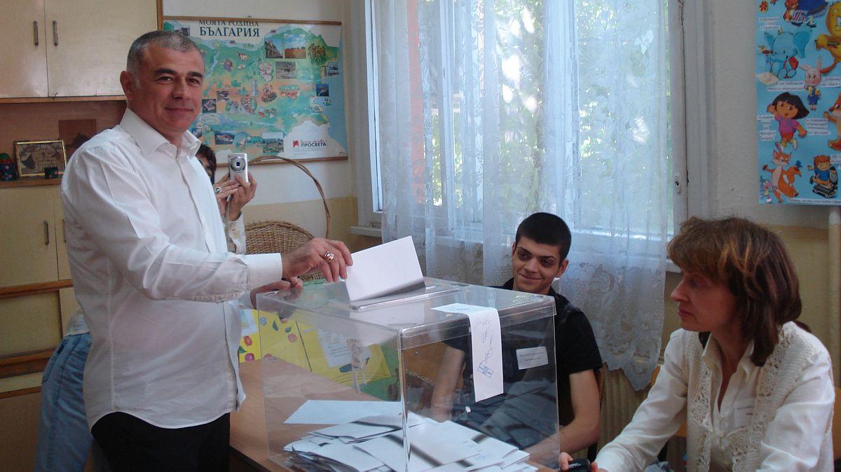 """Вторият в старозагорската листа на """"КБ"""" след Сергей Станишев гласува в 78-ма секция"""
