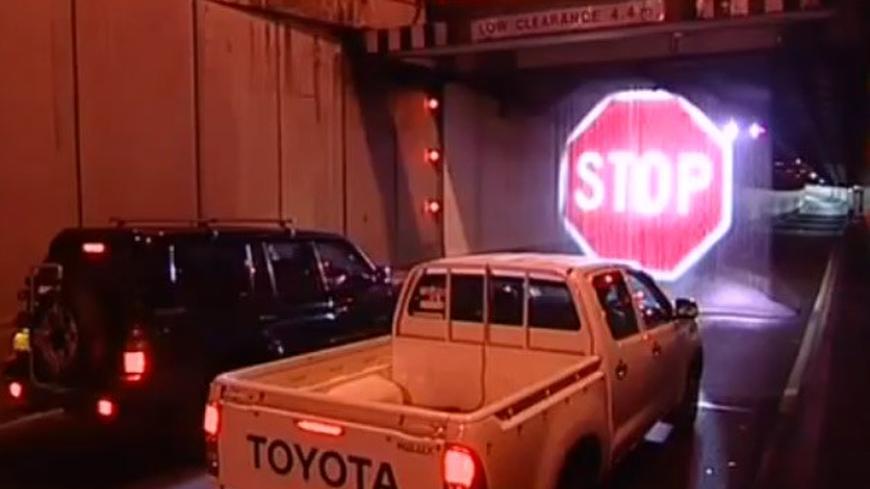 """В Сидни прожектират на завеса от вода знака """"Стоп"""""""