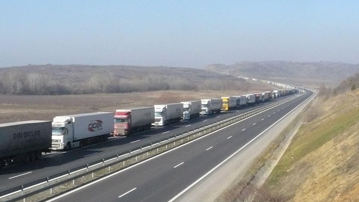 Блокадата от ТИР-ове на турската граница приключи