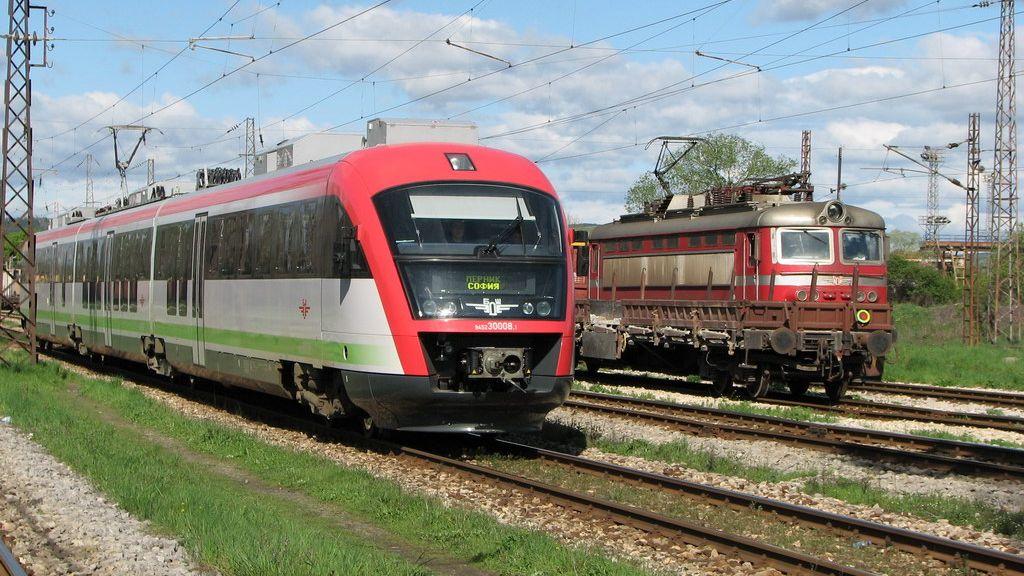 Въвеждат промени в движението на влаковете между гарите Белозем и Михайлово