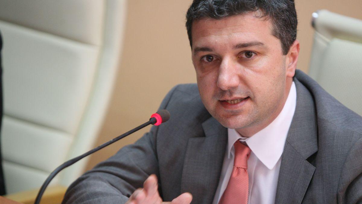 Министърът на икономиката и енергетиката Драгомир СТОЙНЕВ: На ВЕИ не може да се разчита постоянно