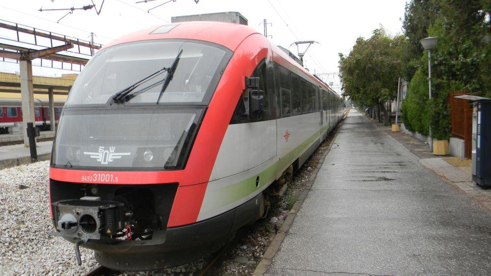 Пътници четат безплатно книги в българските влакове