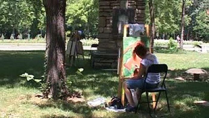 """Tворци създават изкуство на открито за пленера """"Певецът на Тунджа"""" в Ямбол"""