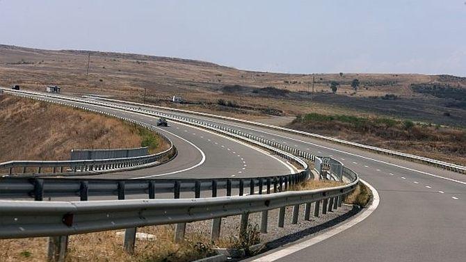 Затворен е пътят Стара Загора-Хасково, спряно е движението в три прохода