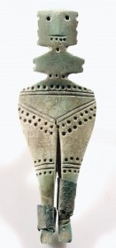 Антропоморфна фигурка с медни ботушки