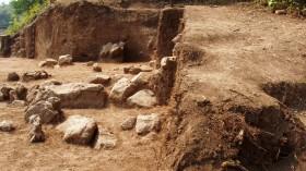 Стълбище и градежни камъни от храма на селищната могила на Старозагорските минерални бани