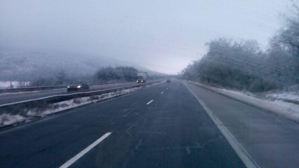 В областите Стара Загора и Сливен шофьорите с повишено внимание заради поледици
