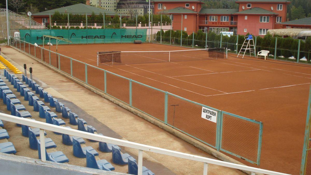 Двама българи вече са на четвъртфиналите на тенис турнира под Аязмото
