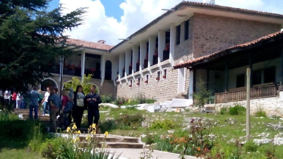 На Св. Константин и Елена митрополит Киприан възглавява Златоустова литургия в манастира край Златна ливада