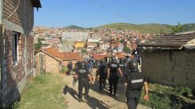 Събориха 13 незаконни ромски постройки, утре акцията продължава