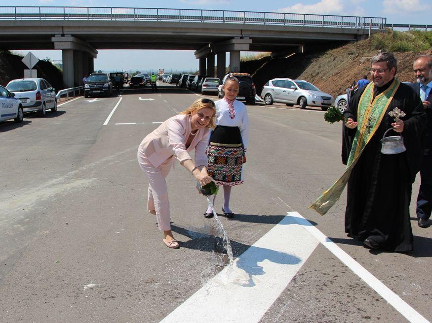 """Нов пътен възел на АМ """"Тракия"""" облекчава трафика край Бургас"""