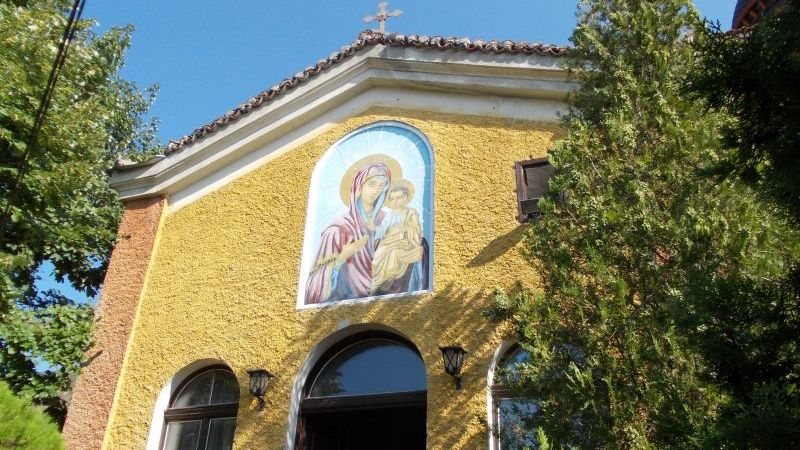 Осветена на гроба Господен икона на Св. Богородица посрещат в Сливен