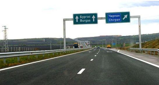 """Временно е ограничено движението в двете посоки на АМ """"Тракия"""" край Чирпан"""
