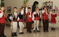 Малки коледари донесоха празнично настроение в Община Стара Загора