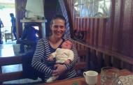 Старозагорка качва 40-дневната си дъщеричка към Мазалат