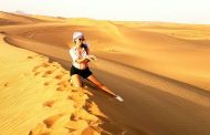 Старозагорци яздят камили по залез в пустинята