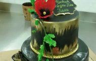 """Клиенти дегустират и кръщават нова торта на сладкарница """"Диана"""""""