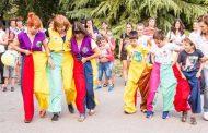 Канят деца и родители за игри на открито в Аязмото