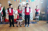 """Третокласници показаха как се съхранява българският дух с """"Изворче  вълшебно"""""""