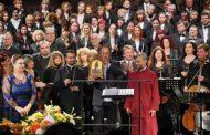 Митрополит Киприан награждава директора на Старозагорската опера с орден св. ап. Карп