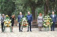Венци и цветя в памет на Ботев от старозагорци