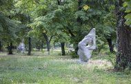 8 скулптури вече са заели места в Станционната градина