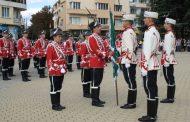 Тържествено връчиха знамето на Осми ученически гвардейски отряд