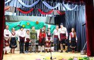 """Деца представиха """"Шекербунарска севда"""" на сцената на читалището в Сърневец"""