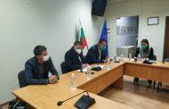Здравният министър подкрепя носенето на маски на открито, препоръчано от експерти