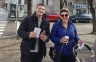 Младите от ВМРО подаряват захарни петлета на старозагорци