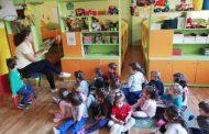 Родители четат приказки в старозагорска детска градина