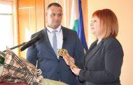 Областният управител Гергана Микова връчи ключа на Мъглиж на новия кмет Душо Гавазов