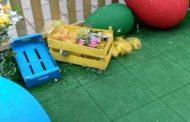 Деца унищожиха великденска украса