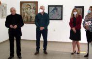 Художествената галерия представя емблематични сценични кукли и живописни платна на Любомир Цакев