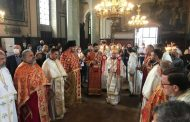 """На Второ Възкресение четоха Св. Евангелие на 17 езика в катедралния храм """"Св. Николай"""""""