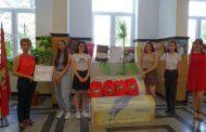 """Предай нататък: Книга-пейка и мултимедиен проектор радват учители и ученици в ГПЧЕ """"Ромен Ролан"""""""